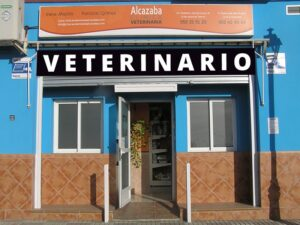 rótulo fachada clínica veterinaria en Granada
